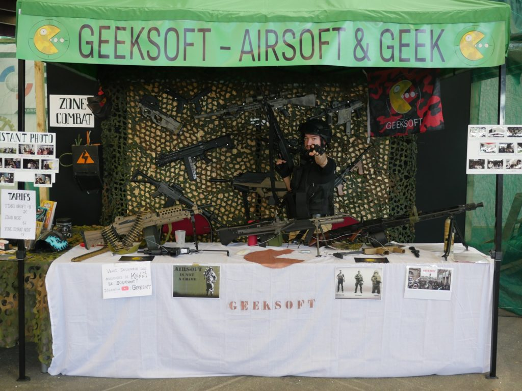 stand geeksoft avec le logo refonte